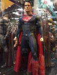 Fotos en HD de los trajes de la Trinidad de DC Cómics y los gadgets de Batman mostrados en la SDCC