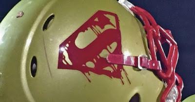 Un equipo de fútbol americano adopta el escudo de Superman con el mensaje de 'El Hombre de Acero'
