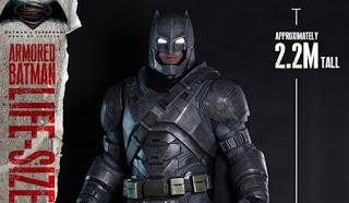 Hot Toys revela la estatua a tamaño completo de Batman de 'Batman V Superman: El Amanecer de la Justicia'
