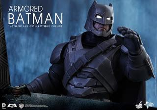 "HOT TOYS PRESENTA LA FIGURA DE BATMAN CON ARMADURA DE ""BATMAN V SUPERMAN: EL AMANECER DE LA JUSTICIA"""
