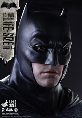 Hot Toys revela la figura de Batman a tamaño real de 'Batman V Superman: El Amanecer de la Justicia'