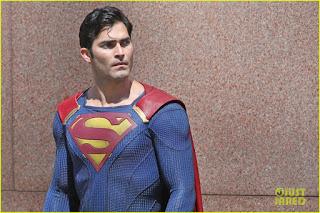 010 supermansecondlook 3 - Superman en plena acción (vídeos) en el rodaje de 'Supergirl'