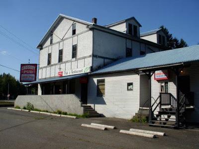 El bar de 'El Hombre de Acero' destruido por las llamas