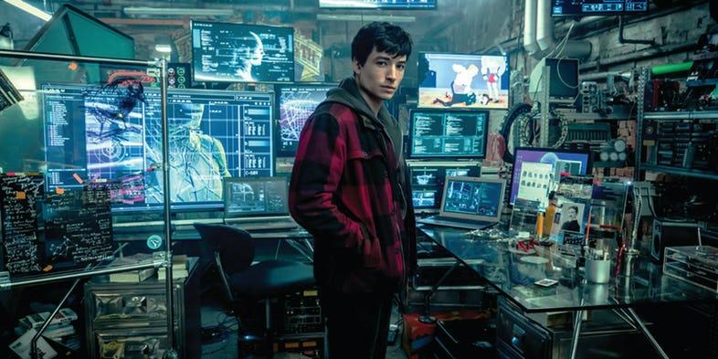 Ezra Miller as Barry Allen in Justice League header image - Huevos de Pascua de la 'Liga de la Justicia' que te perdiste completamente
