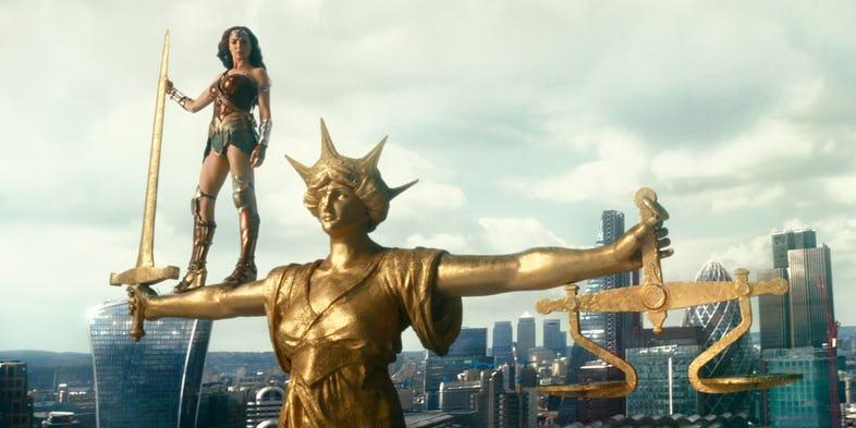 Wonder Woman Justice League Scales of Justice - Huevos de Pascua de la 'Liga de la Justicia' que te perdiste completamente