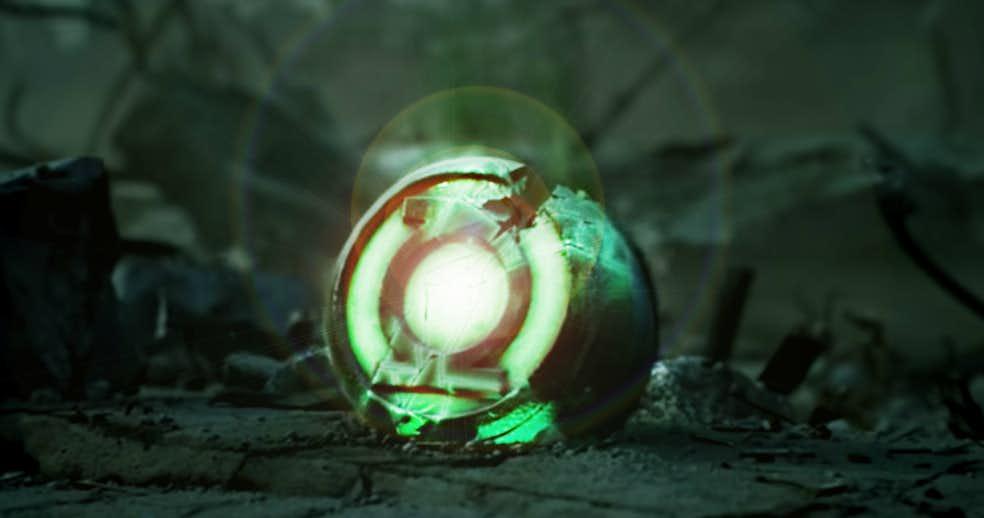 """cracked green lantern ring 2 - Zack Snyder insinúa el debut de Linterna Verde en la """"Liga de la Justicia"""""""