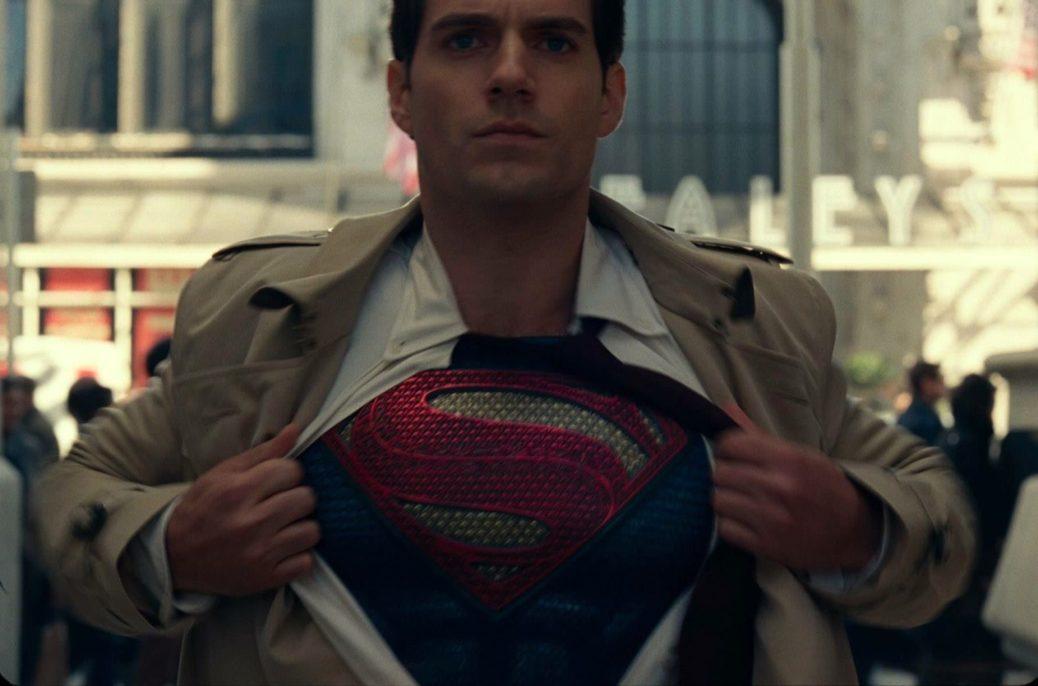 Henry Cavill Superman camisa abierta