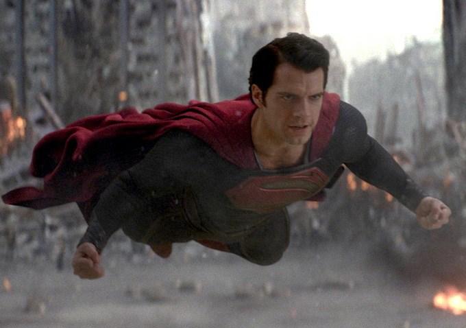 130602 MOS20 - Henry Cavill comparte su imagen favorita de Superman