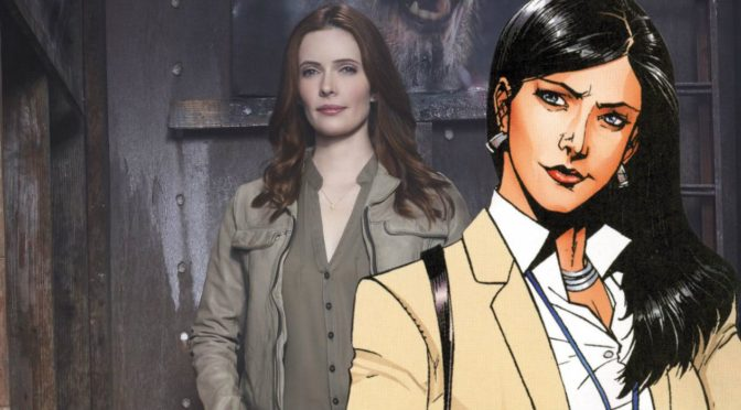 Elizabeth Tulloch se disfraza como Lois Lane para Halloween