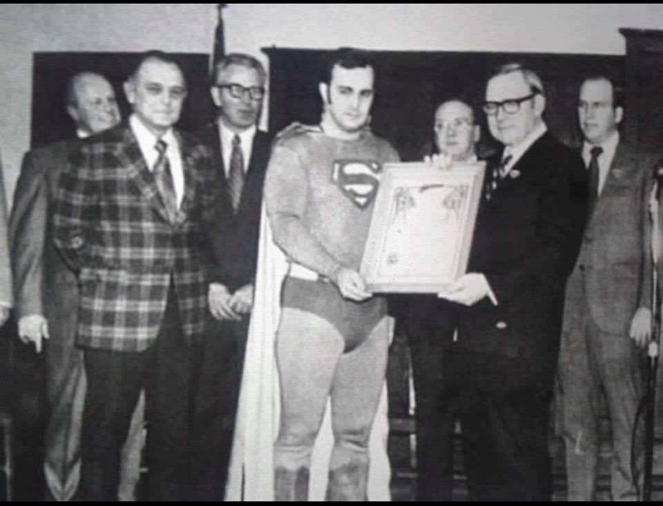 45070767 2244993122190536 3201586128448651264 n - Fallece Larry Jo Davis, quien dio vida al Hombre de Acero en el Superman Museum