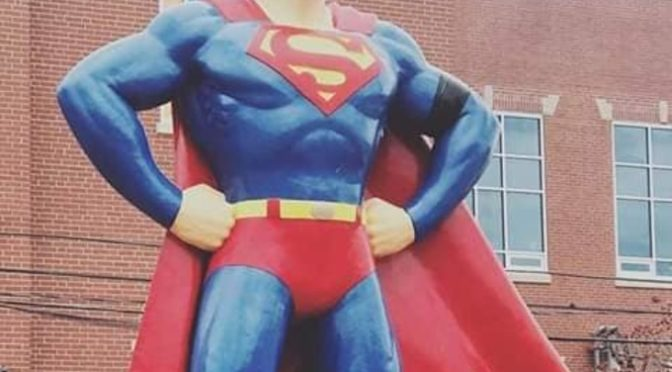 La estatua de Superman en Metrópolis rinde tributo a Stan Lee
