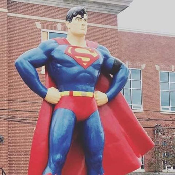 46214664 2090935497640570 2925171572400455680 n 1 1 - La estatua de Superman en Metrópolis rinde tributo a Stan Lee