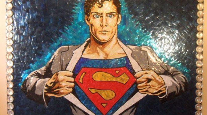 Un fan crea un mural de Superman con latas recicladas