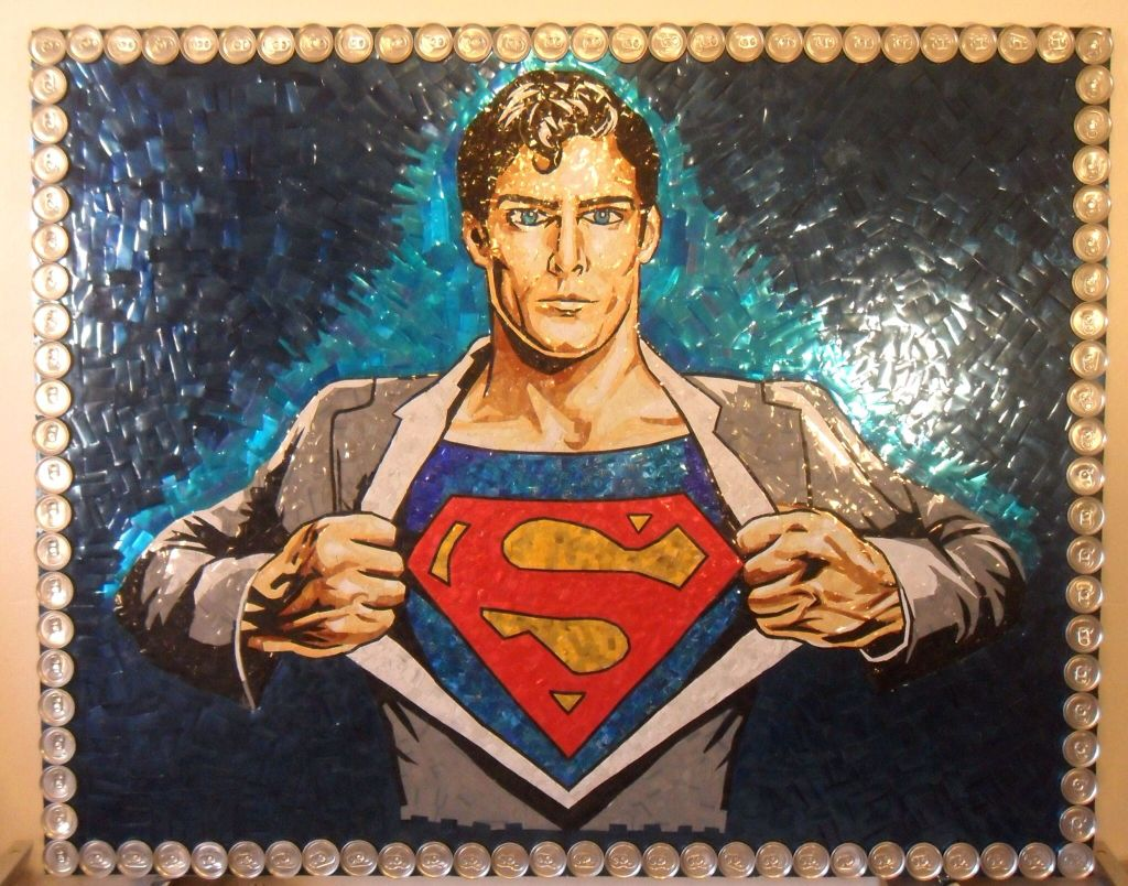 Superman latas recicladas - Un fan crea un mural de Superman con latas recicladas