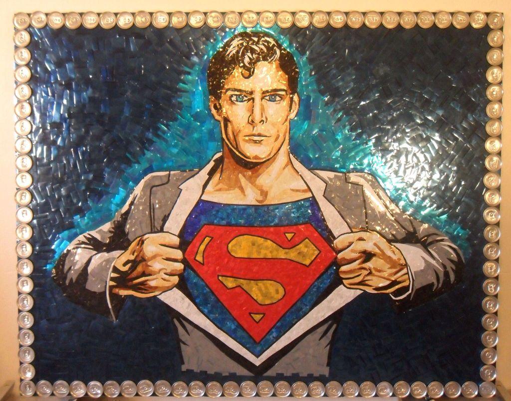 Superman latas recicladas - Un fan crea un mural de Superman con latas recicladas