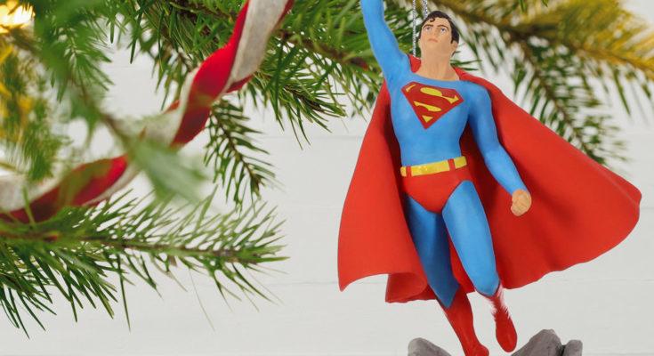 DC Comics Christopher Reeve as Superman Ornament 1999QXI3349 02 735x400 - Hallmark presenta a Christopher Reeve como adorno navideño de Superman