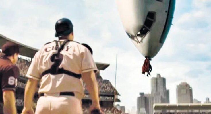 superman saving plane 735x400 - La primera vez que Superman salvó un avión en los cómics