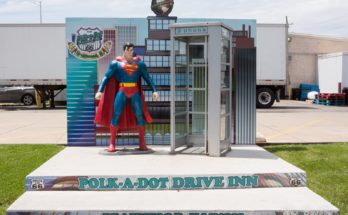 superman display polk a dot drive inn 348x215 - Figura y cabina telefónica de Superman en la Ruta 66
