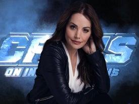 """Erica Durance Crisis en Tierras Infinitas - Erica Durance haba sobre volver a interpretar a Lois para """"Crisis en Tierras Infinitas"""""""