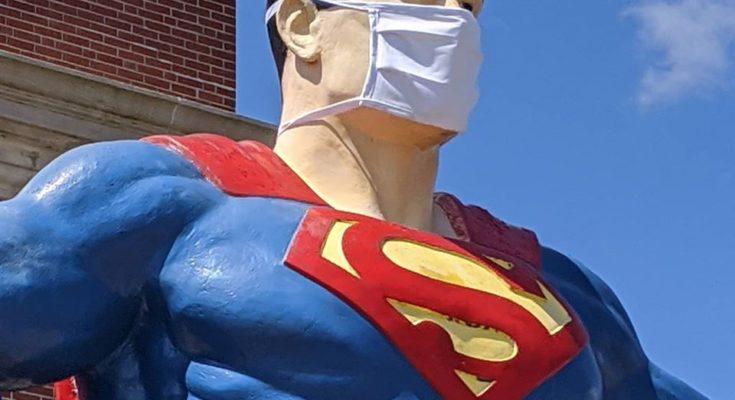 96422783 3270883539601484 1242159466044981248 o 2 735x400 - La estatua de Superman de Metropolis honra desde hoy a los trabajadores esenciales de la crisis del Covid -19